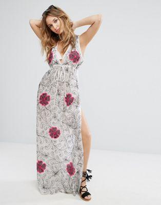 Vestido de playa con escote pronunciado con flores bordadas de Liquorish