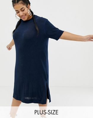 Vestido estilo camiseta con diseño midi ceñido de COLLUSION Plus