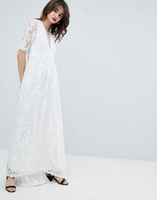 Vestido largo de encaje con bajo asimétrico de Vero Moda