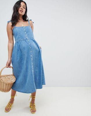 Vestido midi en denim con botones en azul lavado medio de ASOS DESIGN Maternity