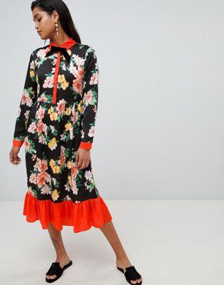 Imagen 1 de Vestido midi negro con cuello anudado y diseño de terciopelo floral de Vila