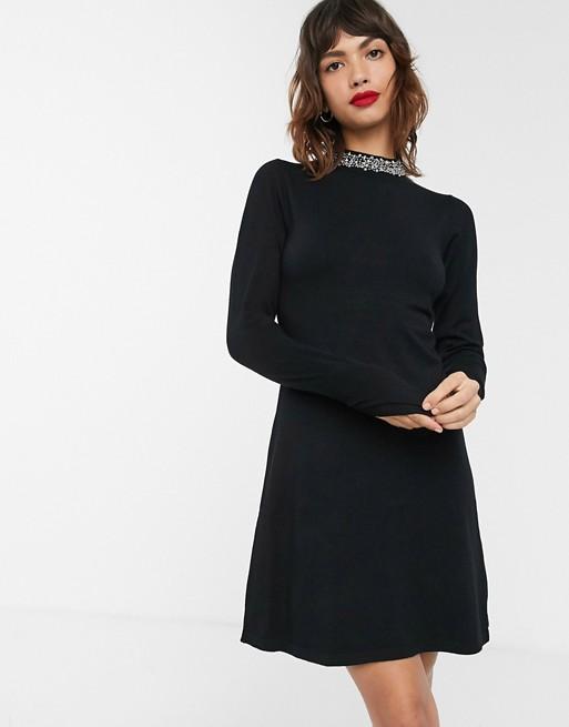 Warehouse - Gebreide jurk met sierlijke hals in zwart
