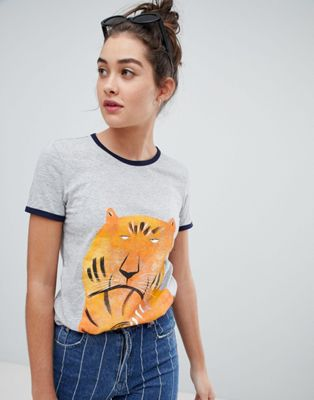 We Are Hairy People - T-shirt in cotone biologico con bordini a contrasto e tigre malese dipinta a mano