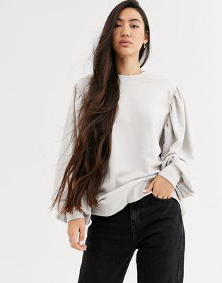 Weekday— Charlee— Off-white sweatshirt med ballonærmer