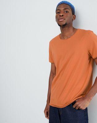 Weekday - T-shirt foncé à bord brut - Orange brûlé