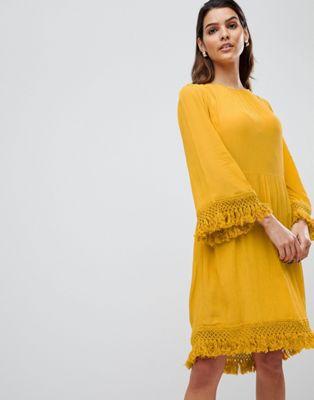 Bild 1 av Y.A.S – Gul smockklänning i midimodell med fransar