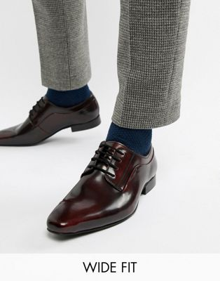 Zapatos Derby con cordones en burdeos muy brillante de Dune Wide Fit